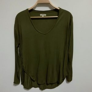 Madewell Dark Green V Neck High Low Curved Shirt S